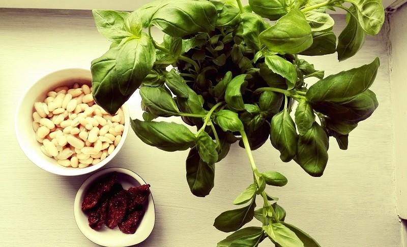 Pieczywo żytnie z pasta z białej fasoli z bazylią/ 5 minut