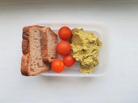 Ziołowa pasta z zielonego groszku.
